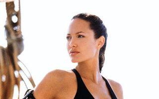Hollywood: 7 femei antrenate să dea cu bărbaţii de pământ