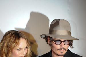 Vanessa Paradis ironizează zvonurile despre despărţirea sa de Johnny Depp
