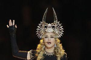 Madonna a făcut senzaţie la Super Bowl!