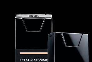 Noul Fond de ten ECLAT MATISSIME sparge tiparele produselor de machiaj pentru netezirea pielii!