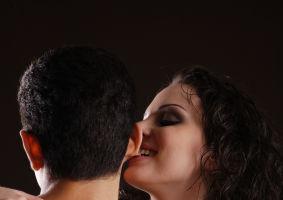 Horoscop: Cum şi unde să-l atingi în timpul sexului ca să-l subjugi definitiv