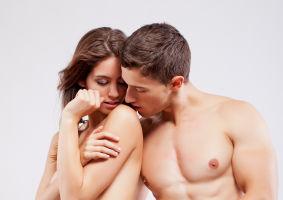 12 trucuri erotice pentru o partidă fierbinte de sex. Simte pasiunea!