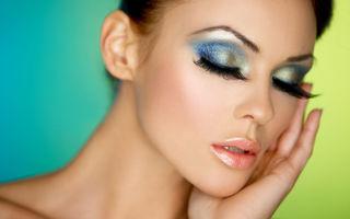 Ziua Îndrăgostiţilor: 3 trucuri de la stilişti pentru un machiaj strălucitor