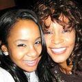 Fiica lui Whitney a adormit și ea în cadă!