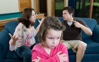 Copilul tău: 5 moduri în care e afectat de violenţa în familie