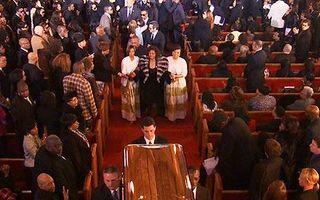 1.500 de oameni la funeraliile lui Whitney