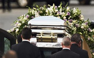 10 bodyguarzi au păzit sicriul lui Whitney