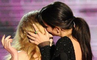Hollywood: 17 săruturi şoc între femei