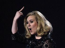 Adele, gest obscen la Brit Awards