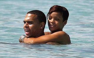 Rihanna şi Chris Brown, periculos de apropiaţi
