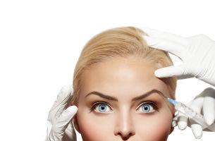 Dependenţa de operaţii, analizată de medicii esteticieni