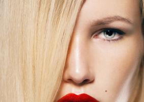Buzele tale: Cum să-ţi alegi rujul de culoarea roşie, în funcţie de vârstă
