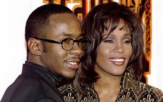 Whitney Houston avea contract prenupţial