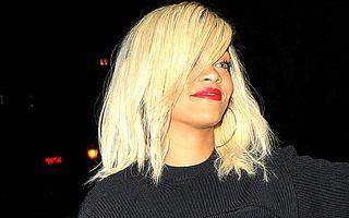 FOTO: Rihanna, îmbrăcată scandalos!