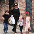FOTO: Copiii Angelinei Jolie fac show pe stradă