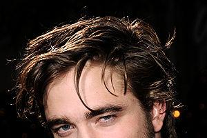 Robert Pattinson apare dezbrăcat în noul său film