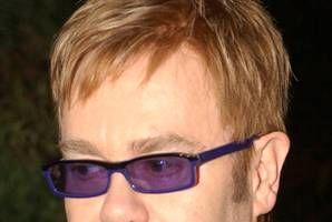 """Elton John: """"Am consumat la fel de multă cocaină ca Whitney, e un miracol că n-am murit"""""""
