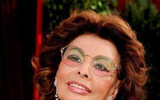 Sophia Loren, în ţinută sexy la 77 de ani