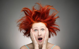 5 greşeli zilnice de îngrijire care îţi distrug părul