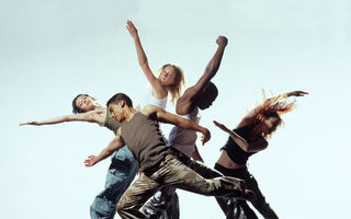 8 beneficii pe care le ai dacă dansezi