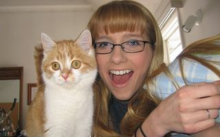 """Animalul de companie i-a salvat viaţa: """"Am scăpat de anorexie hrănindu-mi pisica"""""""