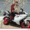 Shopping masculin: Justin Bieber și-a luat motor