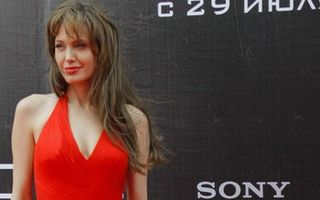Hollywood: 10 vedete supersexy în rochii roşii. Admiră-le pe cele mai frumoase!