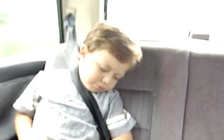 VIDEO: Cum trezeşti un copil de 3 ani fără să ai parte de ţipete