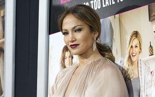 Jennifer Lopez, din nou într-o ţinută creată de Lucia Hohan
