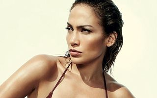 Jennifer Lopez, din nou provocatoare într-un pictorial
