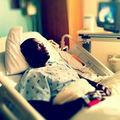 50 Cent pozează pe patul de spital - FOTO