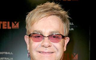 Elton John, internat în spital