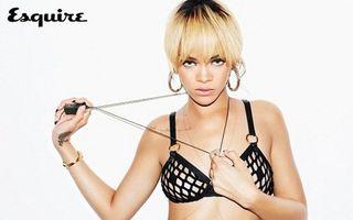 Rihanna, într-un costum de baie supersexy - FOTO