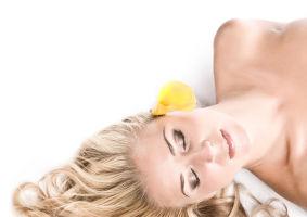Cum să-ţi decolorezi părul fără să-l distrugi. 5 sfaturi
