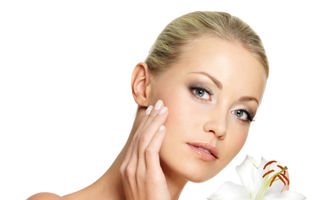 Frumuseţea ta: 5 trucuri ca să nu-l sperii cu faţa ta în dimineaţa de după