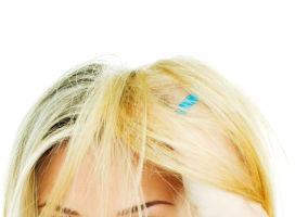5 coafuri ca să maschezi părul nespălat. Încearcă-le!