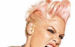 Pink a fost operată la vezica biliară
