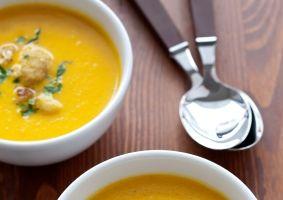 Supă-cremă de conopidă şi curry