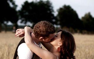 6 lucruri care îl fac pe un bărbat să se îndrăgostească