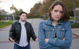 """Poveste adevărată: """"Un fost iubit mă hărţuieşte şi-mi alungă viitorul soţ"""""""