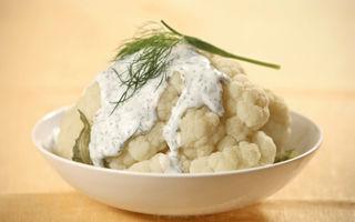 Conopidă pane cu piept de pui şi sos de smântână