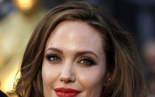 Cum arăta Angelina Jolie la 14 ani - FOTO