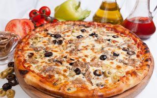 Pizza rapidă cu ton şi ceapă