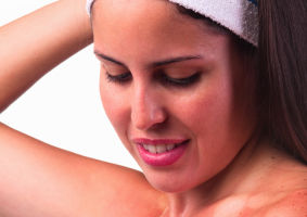 Top 5 cele mai bune remedii pentru pielea arsă de soare. Încearcă-le!