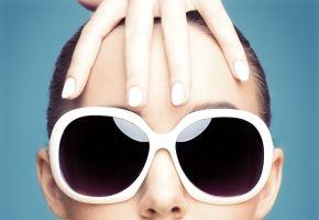 Cum să-ţi alegi ochelarii de soare potriviţi în funcţie de forma feţei