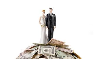 """Poveste adevărată: """"Oare mă iubeşte sau stă cu mine pentru banii mei?"""""""