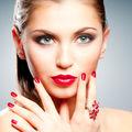 Frumuseţea ta: Cum să-ţi faci singură o manichiură ca la salon
