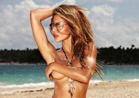 Frumuseţea ta: Cu ce să te ungi pe plajă ca să te protejezi şi să arăţi sexy