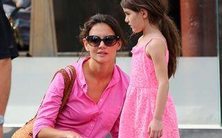 Katie Holmes şi fiica ei, implicate într-un accident