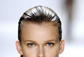 Cum faci ca părul tău să pară umed şi sexy